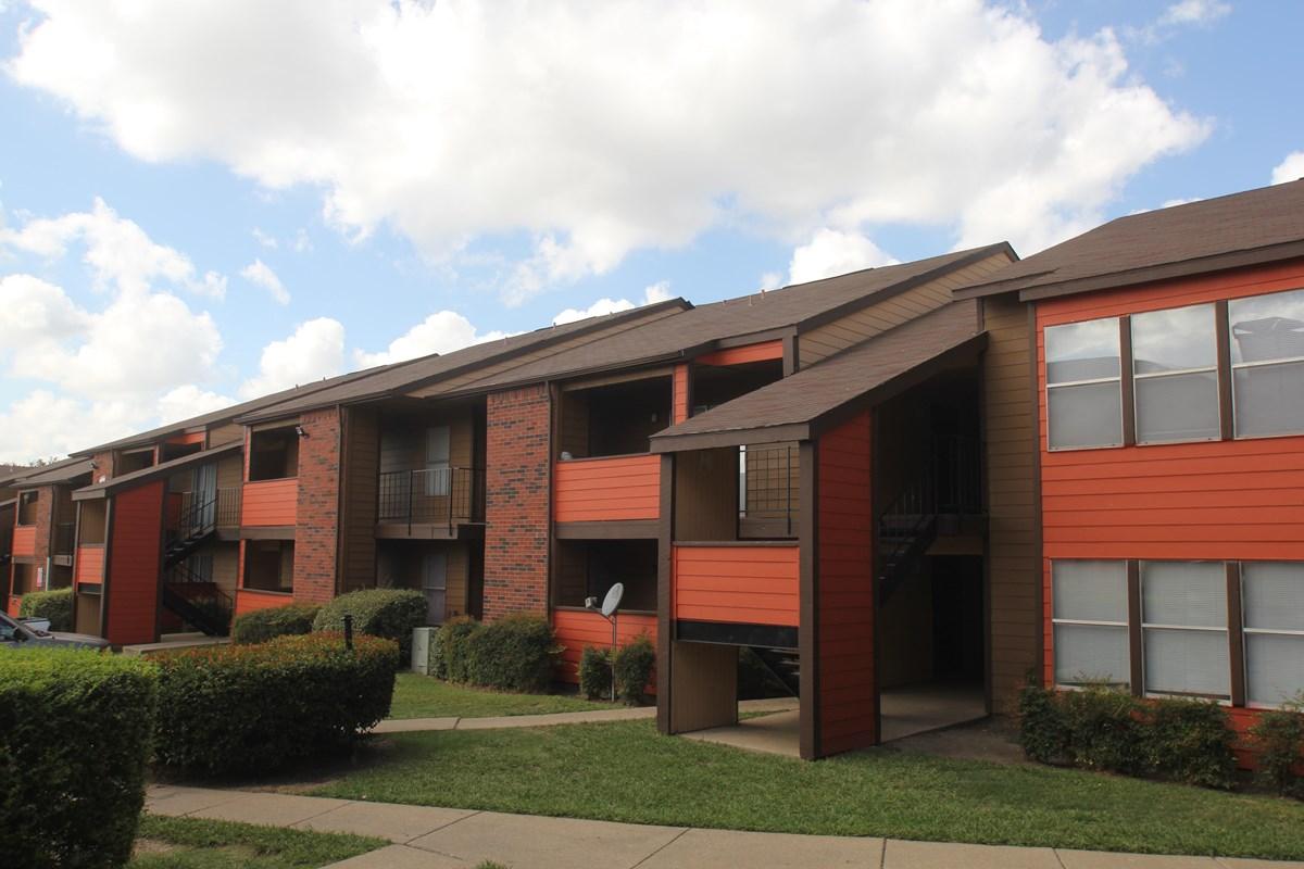 Pecan Square Apartments Dallas TX
