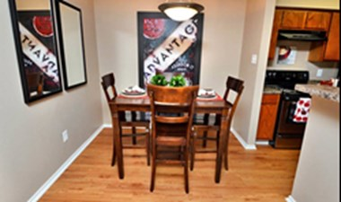Dining at Listing #140032