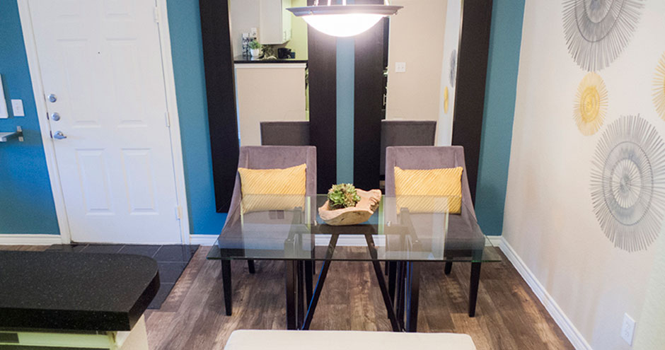 Dining at Listing #137969