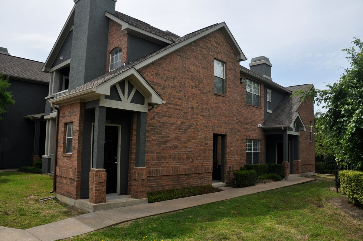 Exterior at Listing #137785