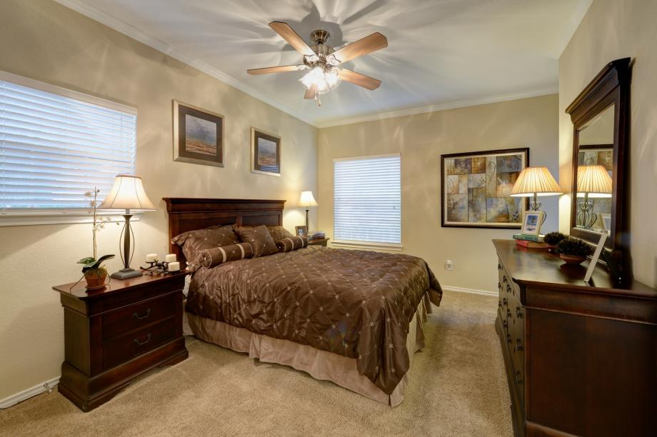 Bedroom at Listing #137567