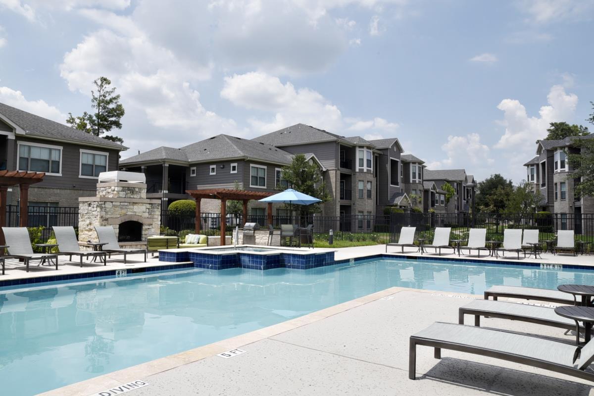 Pool at Listing #140127