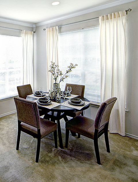 Dining at Listing #137709