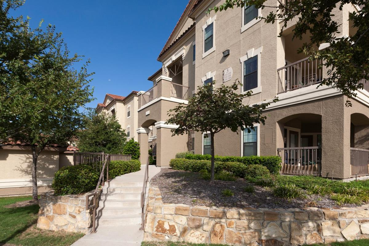 Exterior at Listing #146308