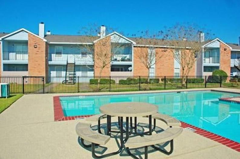 Breckenridge Court Apartments