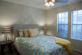 Bedroom at Listing #140396