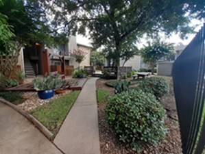 Courtyard at Listing #138590