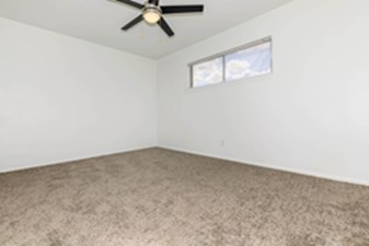 Bedroom at Listing #141128