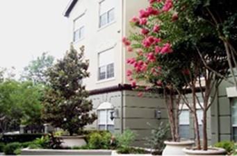 Alto Highland Park Residences at Listing #138044