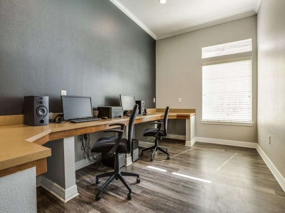 Business Center at Listing #138093
