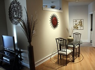 Dining at Listing #137979