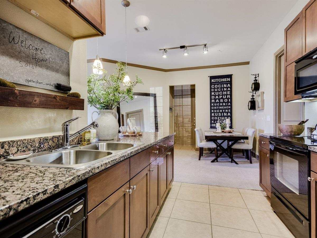 Dining/Kitchen at Listing #144876