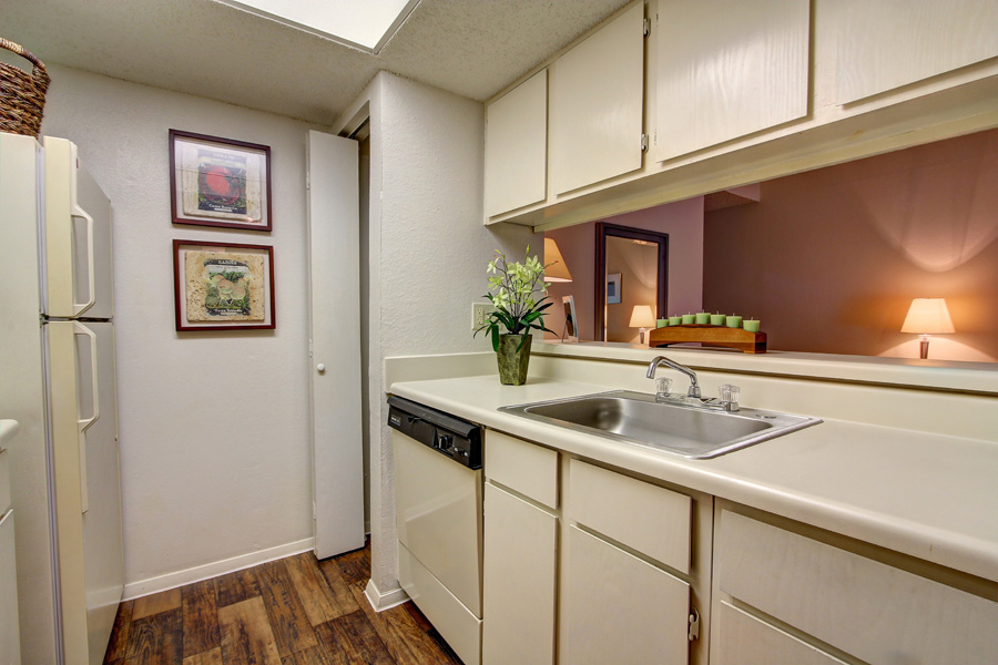 Kitchen at Listing #140295