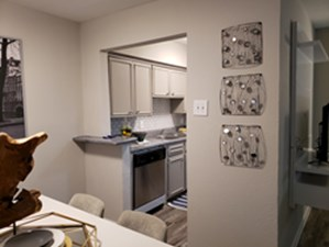 Dining at Listing #143297