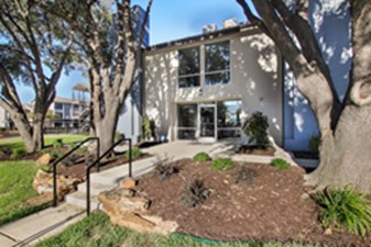 Exterior at Listing #136115