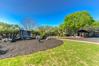Park at Colonnade at Listing #141326