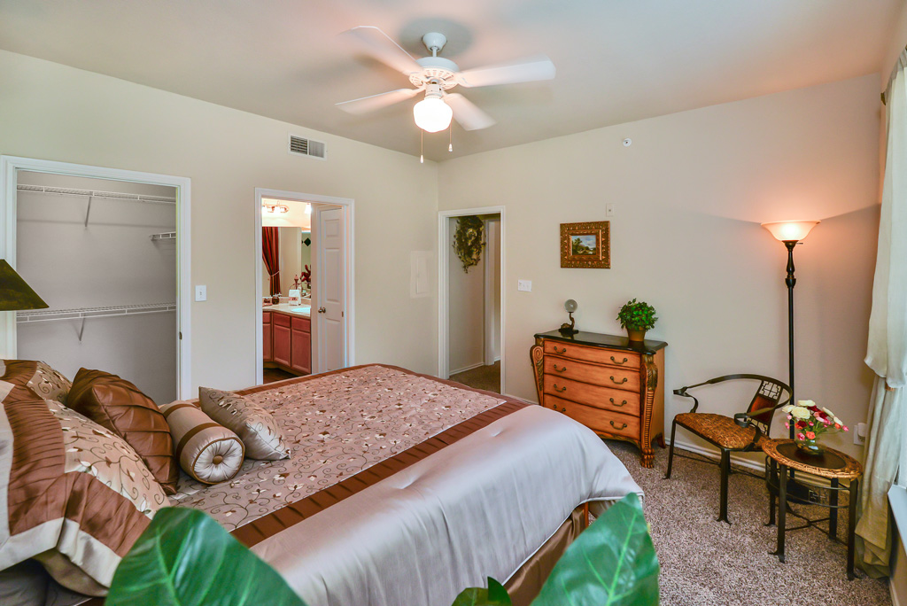 Bedroom at Listing #137820
