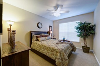 Bedroom at Listing #137685