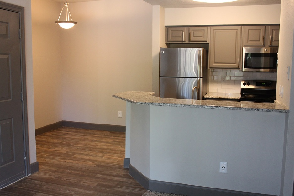 Dining/Kitchen at Listing #138289