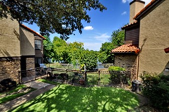 Private Yard at Listing #136024