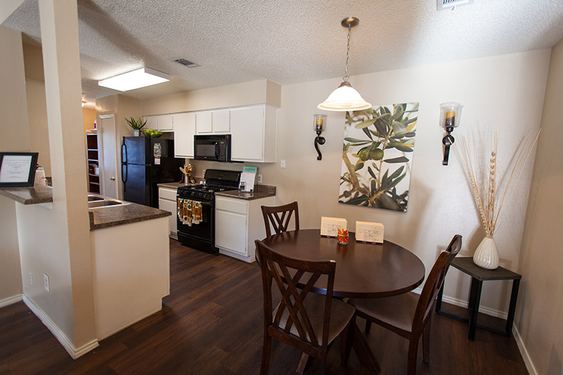 Dining at Listing #286549