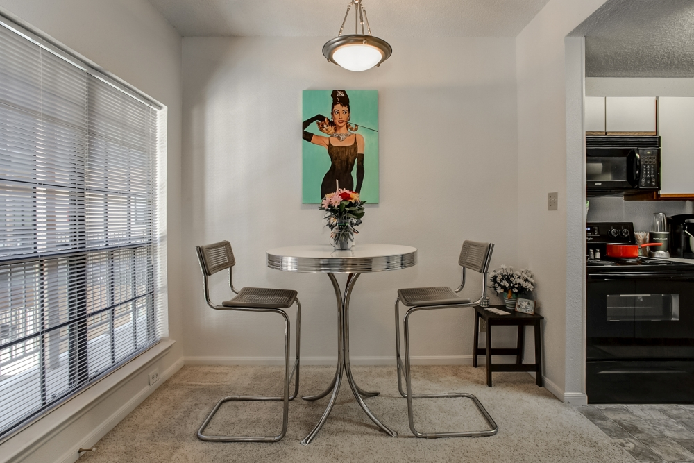 Dining at Listing #232477