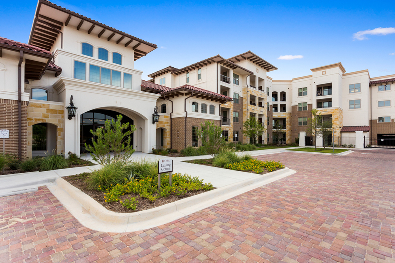 Exterior at Listing #282799