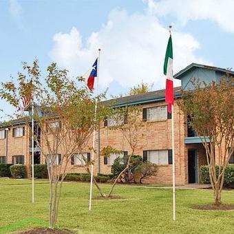 Red Pines ApartmentsPasadenaTX