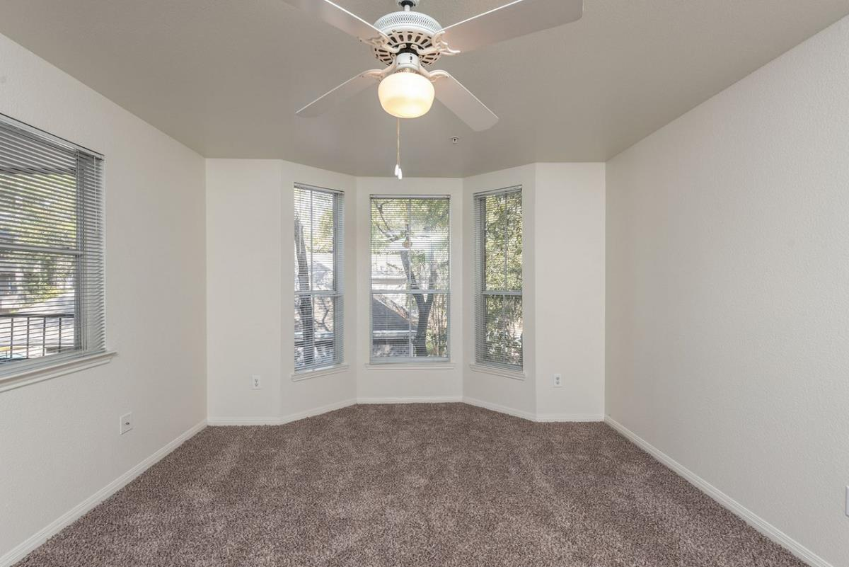 Bedroom at Listing #139318