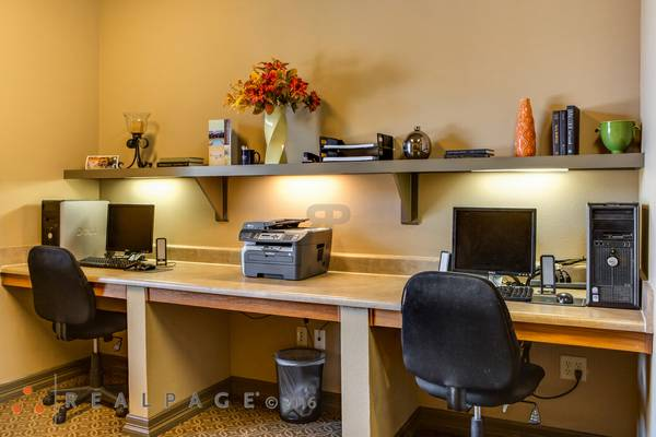 Business Center at Listing #145138