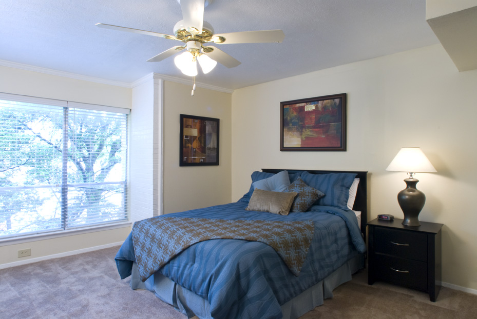 Bedroom at Listing #135763