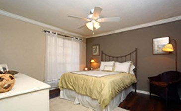 Bedroom at Listing #140184