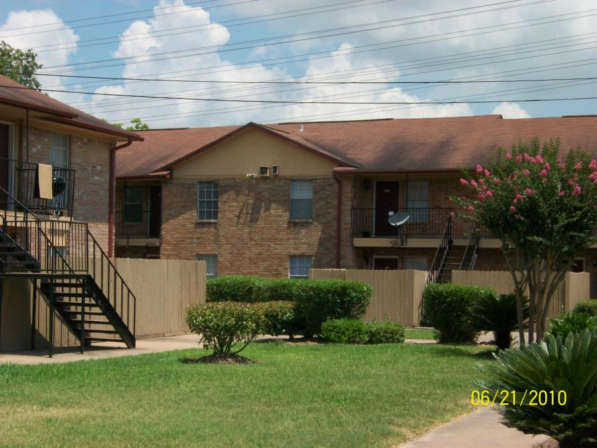 Exterior at Listing #139274