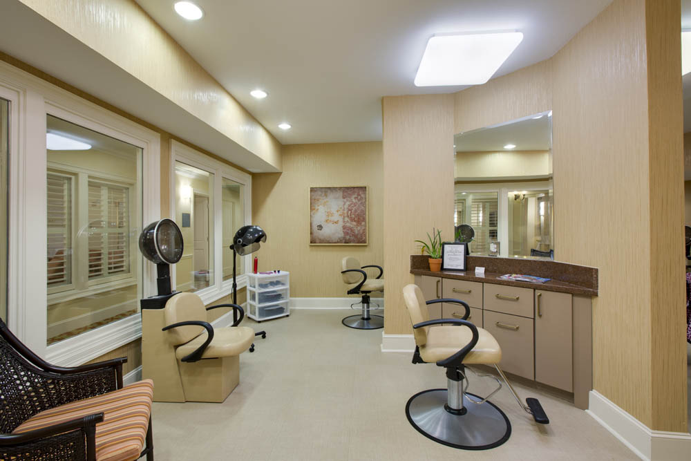 Salon at Listing #144572