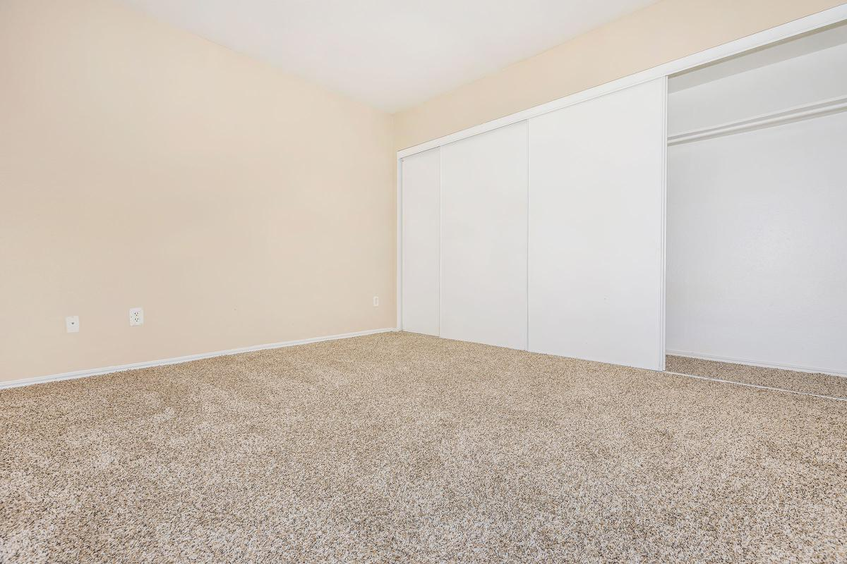 Bedroom at Listing #136028