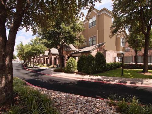 Brownstones Apartments Dallas, TX