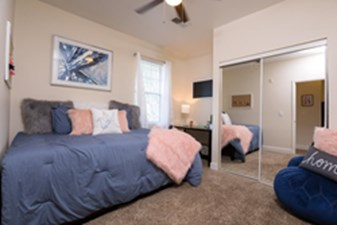 Bedroom at Listing #140717