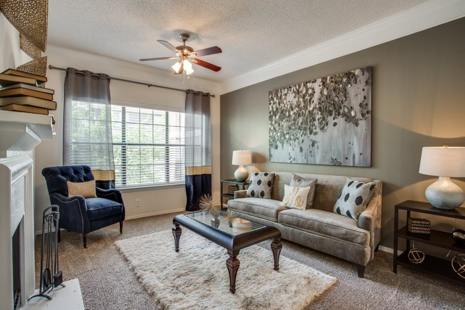 Living Room at Listing #137617