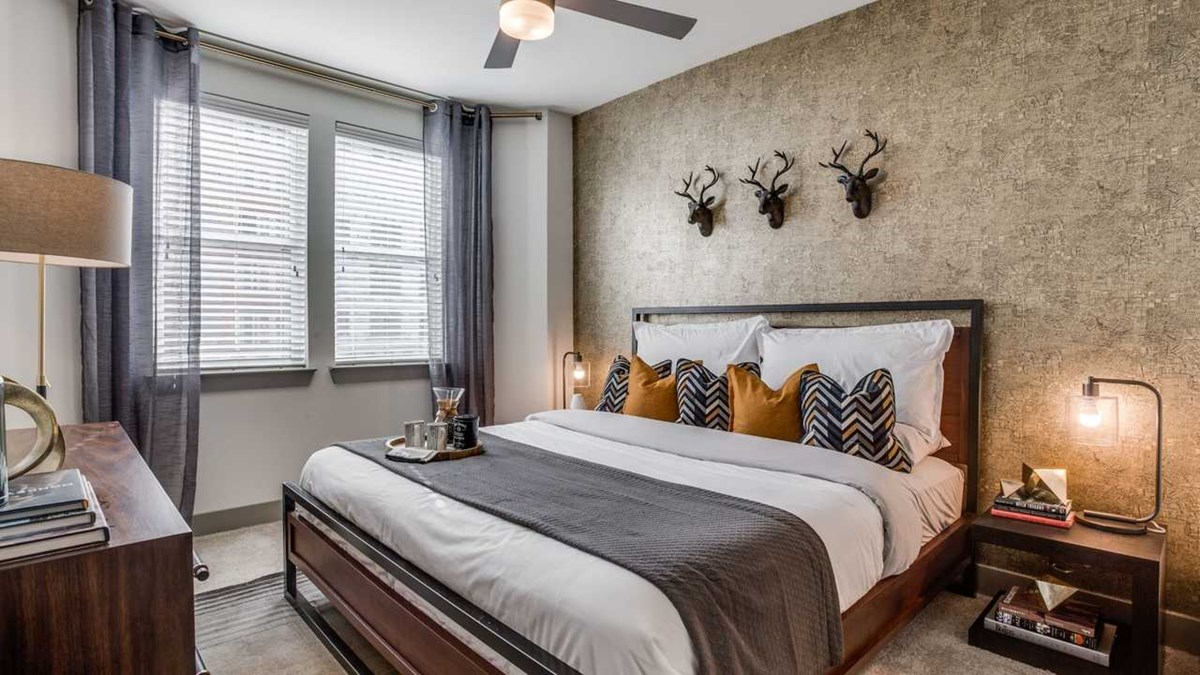 Bedroom at Listing #300021