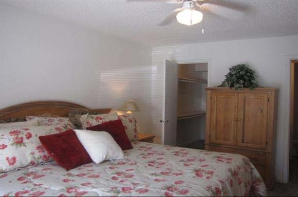 Bedroom at Listing #139931