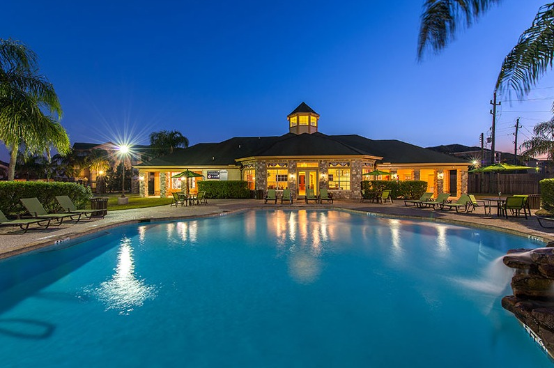 Pool at Listing #140013