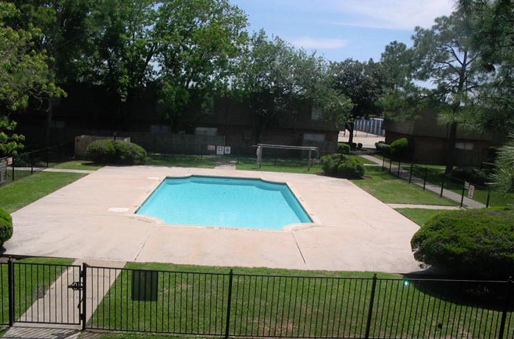 Pool at Listing #139478