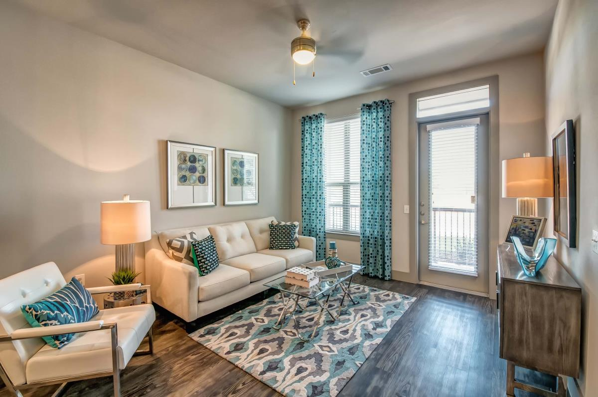 Living at Listing #302056