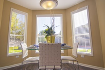 Dining at Listing #140110