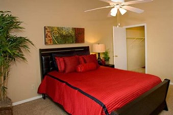 Bedroom at Listing #136500