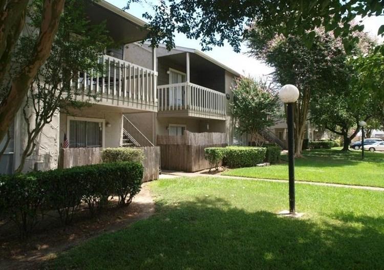 Gateway at Ellington Apartments
