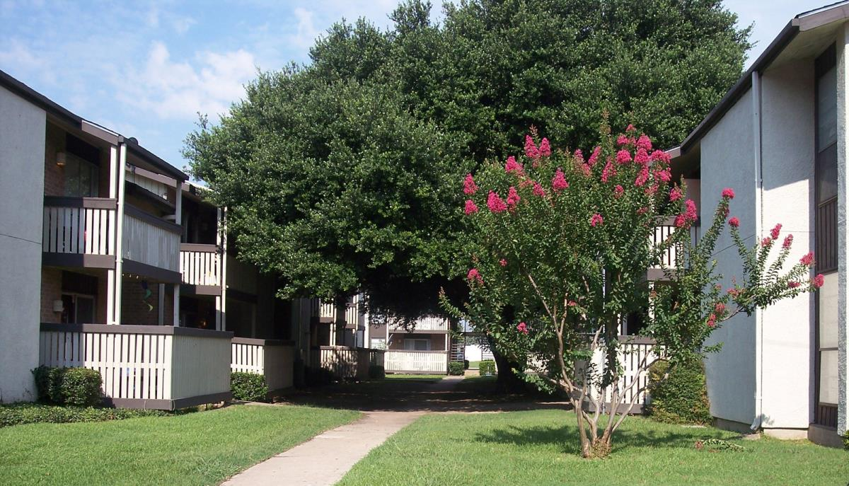 Exterior at Listing #137378