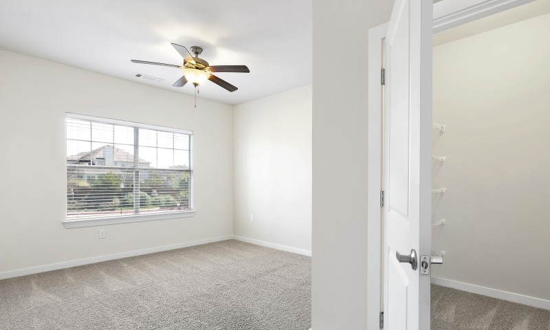 Bedroom at Listing #281766