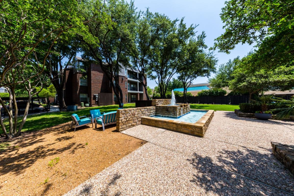 Courtyard at Listing #135706