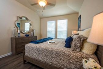 Bedroom at Listing #301337